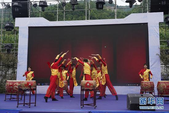 现场表演。新华网 马天龙 摄