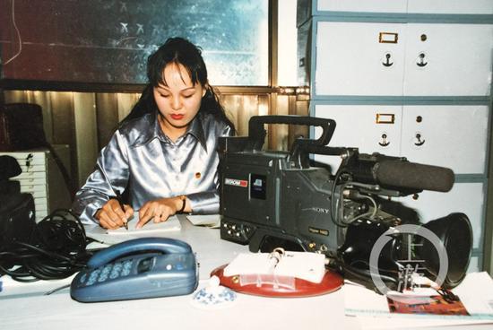 △26岁时,陈旻在青海油田做新闻宣传工作。
