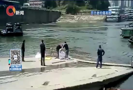男子发现江中浮尸