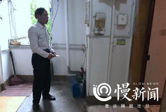 杨玉生夫妻争吵着,他退到了门外
