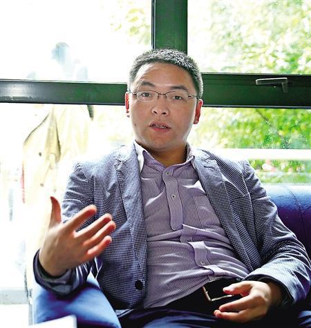 胡星华畅谈创业史 首席记者 钟志兵 摄