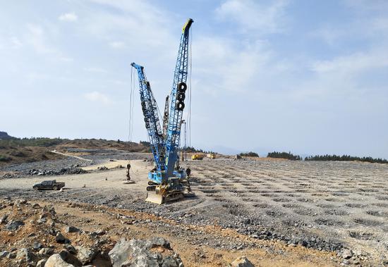 大型地基夯实设备砸出的夯实点整齐排列着。 武隆机场建设指挥部供图 华龙网发