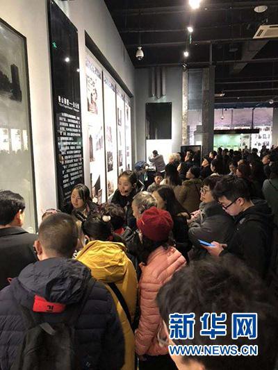 重庆红岩景区游客参观场景。新华网发(杨洪卫 摄)