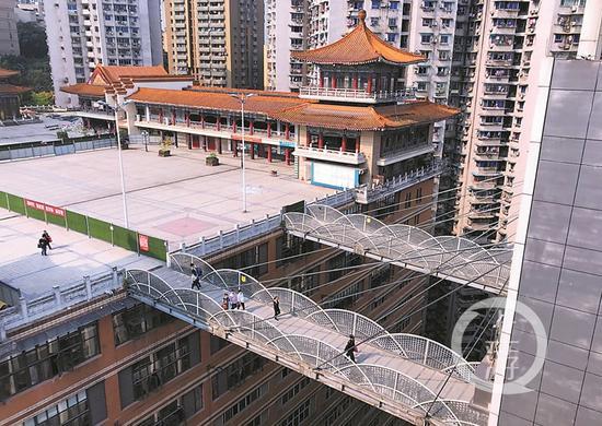 """临江门""""27楼电梯出来是广场""""的魁星楼广场。上游新闻·重庆晨报记者 杨新宇 摄"""
