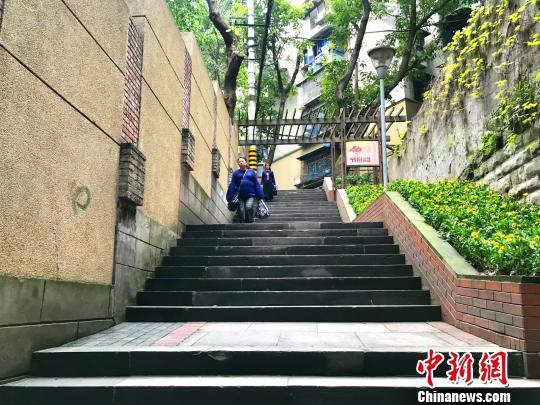 图为山城步道串联生活空间,便利市民出行。 钟旖 摄