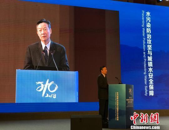 图为国务院参事、中国城市科学研究会理事长仇保兴发表主旨演讲。 钟旖 摄
