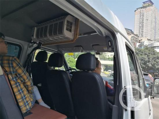 △驾驶员常某在车内加装了一个空调
