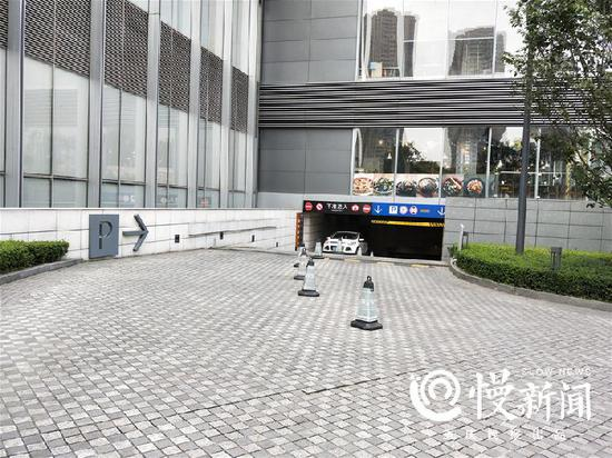 △国金中心停车库入口