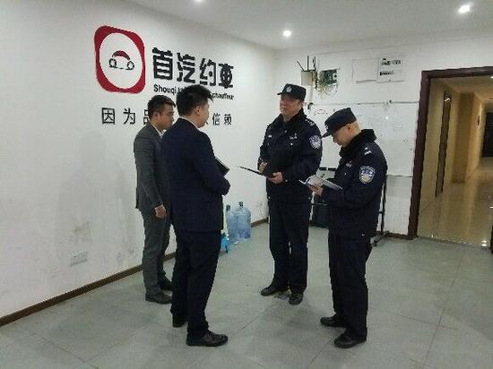 △民警深入企业排忧解难。警方供图