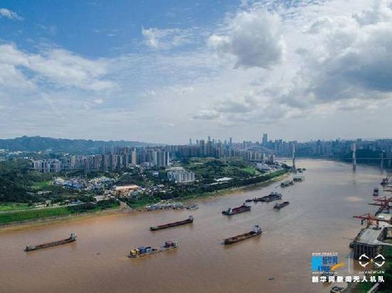 航拍长江重庆段。新华网 李相博 摄