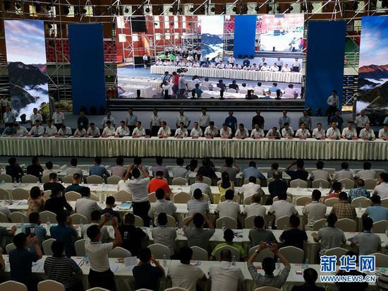城口县举行集中签约仪式。新华网 欧阳虹云 摄