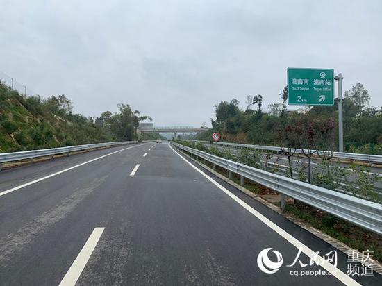 潼荣高速公路建设已进入收尾阶段。刘政宁 摄