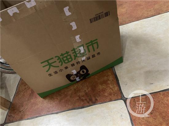 ▲许多超市用纸箱替代塑料袋