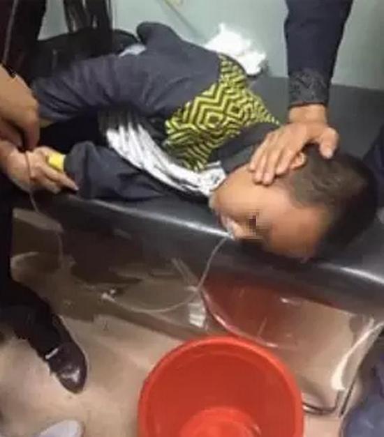 三年级男生被2名五年级女生逼吃铅笔芯 洗胃3小时