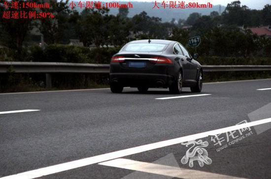 这辆车在高速路上超速行驶被查。市交通执法高速三支队四大队供图 华龙网发