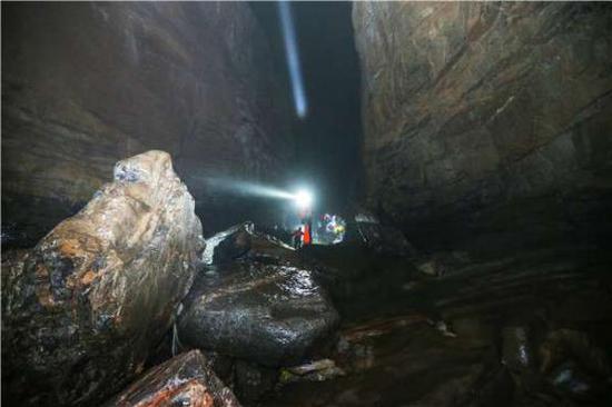 原标题:武隆发现神秘洞穴 探险队成功探秘