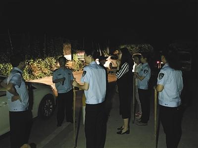 执法人员在岔路口村海螺沟检查
