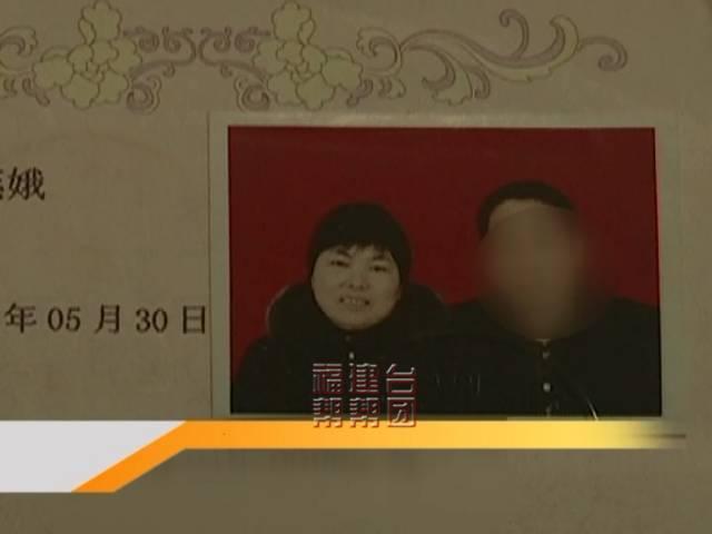 徐燕娥今年55岁,她的丈夫陈定云65岁,年纪差了10岁。2人于1981年领证结婚,不久就有了儿子阿孝。