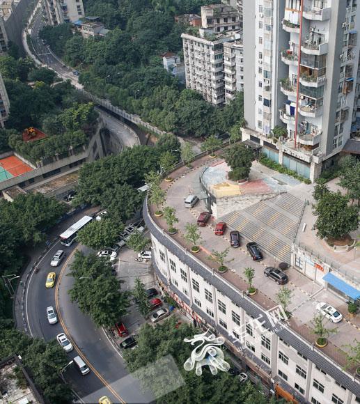 """从高处俯视""""屋顶马路""""。记者 石涛 摄"""
