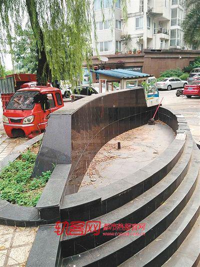 铜元局新村18号小区门口喷泉十多年没开放