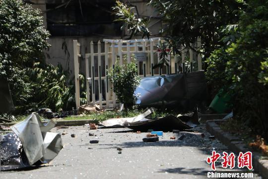 """杭州餐馆爆炸波及过路车辆 乘客称""""非常惊恐"""""""