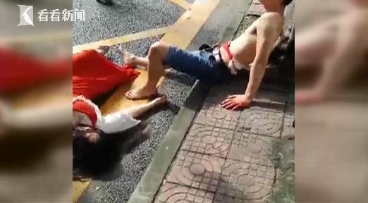 情侣吵架男子疑划腹自残 女子躺车前求将男友送医