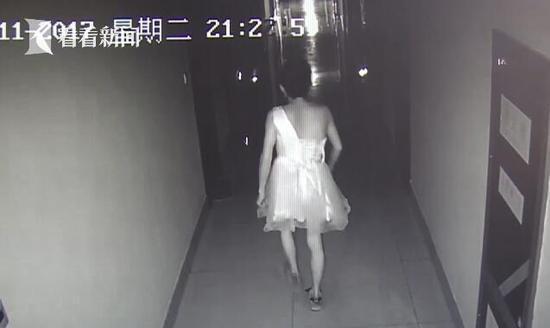 男子戴口罩穿短裙进女子宿舍行窃 走路姿势暴露了