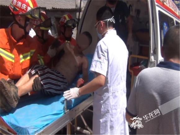 100余根钢管突然垮塌 重庆涪陵一被压工人获救