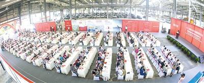 8月22日,600多家水果批发商齐聚双福共谋美好发展蓝图。本报记者 鞠芝勤 苑铁力 摄