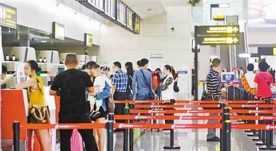 9月5日,T3A航站楼运行有序,旅客排长队现象减少。记者 罗斌 摄