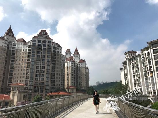 今天蓝天白云重回山城。记者 石涛 摄