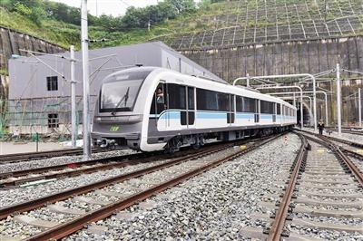 列车在5号线上进行了互联互通交叉测试。重庆轨道集团供图