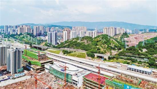 9月12日,綦江城区,渝黔铁路新线綦江东站,候车楼正在进行内外装修。