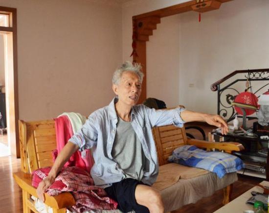 88岁高龄的老校友秦文石,一聊二中就高兴