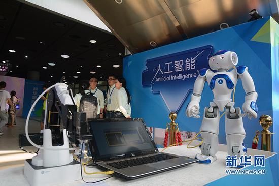 图为科普日活动展示的人工智能项目。新华网赵紫东 摄