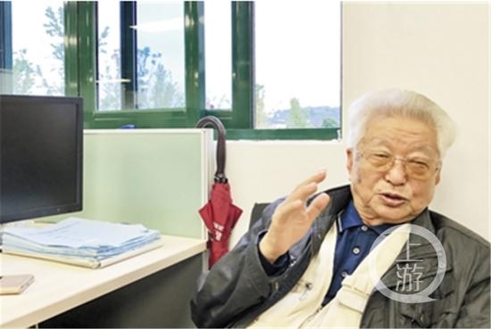 李长俊回忆1991年安装重庆南坪摩天轮的情景。