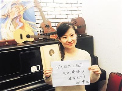 35岁的美女大提琴演奏家 在国泰开了独奏音乐会