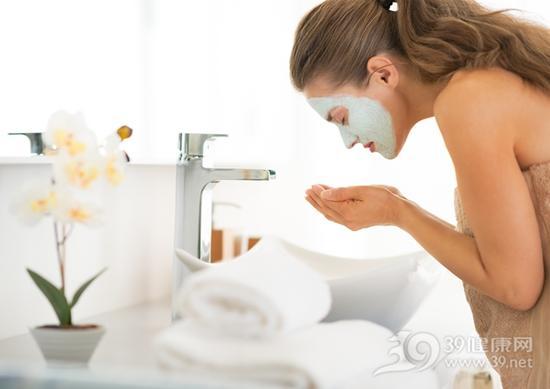 1、盐水洗脸
