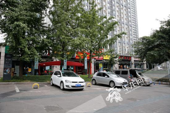 南坪亚太商谷小区已经有了不少共享车位。记者 石涛 摄