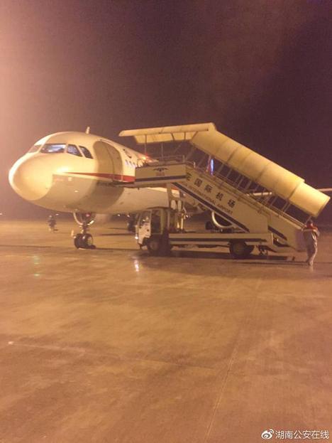"""川航3U8952航班。 图片来自湖南省公安厅官方微博""""@湖南公安在线"""""""