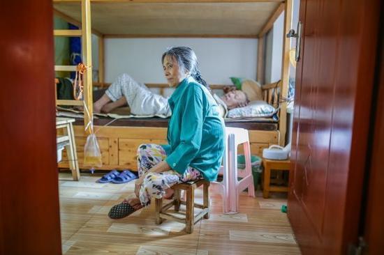 """自己养活自己,是刘朝英最自豪的事情,""""虽然我身体有残疾,但我的心理一点问题都没得。"""""""