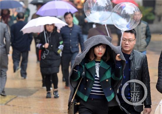 受阴雨影响,城口黄安坝和巫溪红池坝更是迎来了今年下半年的首场降雪。