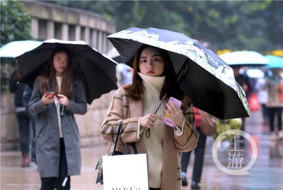 初雪过后,气温继续下滑,重庆多地最高气温均跌至10℃以下。
