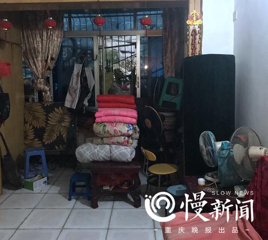杨玉生家的客厅