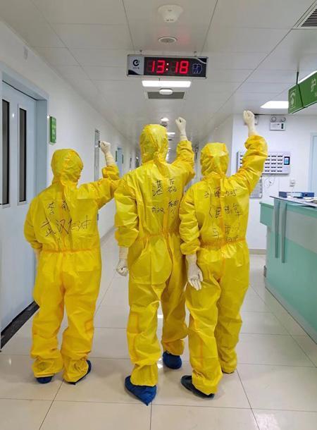 刘丽和战友在一起 西南医院供图