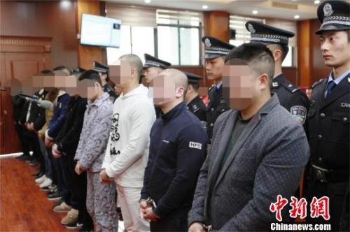 资料图:2018年02月8日,湖北襄阳市中级人民法院在枣阳对一带有黑社会性质的犯罪组织进行终审裁定。图为集中宣判现场 梁军 摄