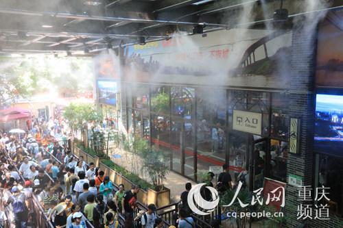 景区开启喷淋系统解暑。重庆长江索道景区供图