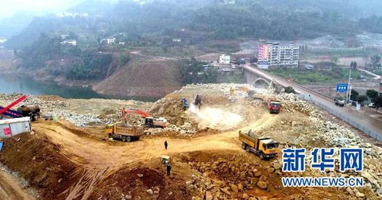 建设中的云阳高铁站站前广场。新华网发(云阳县委宣传部供图)