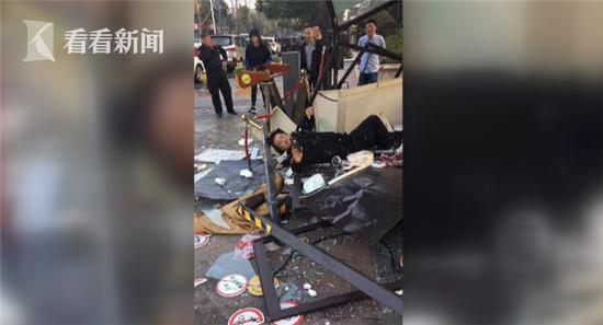 目前,事故的具体原因仍在调查中。