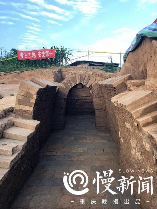 两个墓都是劵顶砖石墓